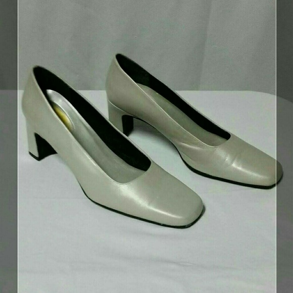 Easy Spirit Silver Pumps